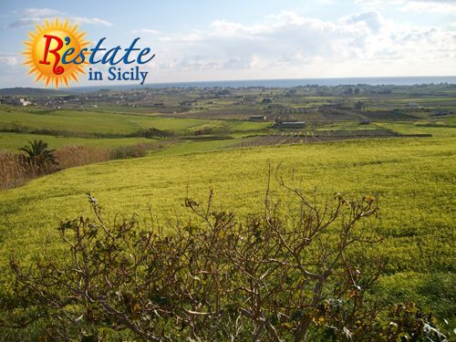 The hill overlooking Menfi, delightful  seaside town just a few kilometers from the Valley of Temples in Agrigento, is  now on sale through R'estate in Sicily!Owned by an old noble family, the  land of 260,000 square meters includes a prestigiou...