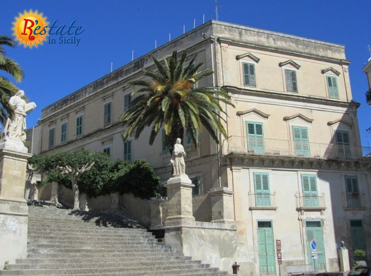 Noble building in the historical centre of Modica Alta, that has  accommodated a nunnery, a few years ago, structured on three levels with  a panoramic terrace of about 200 mq (2152 ft2). In the internal of the  building we find a wide internal court...