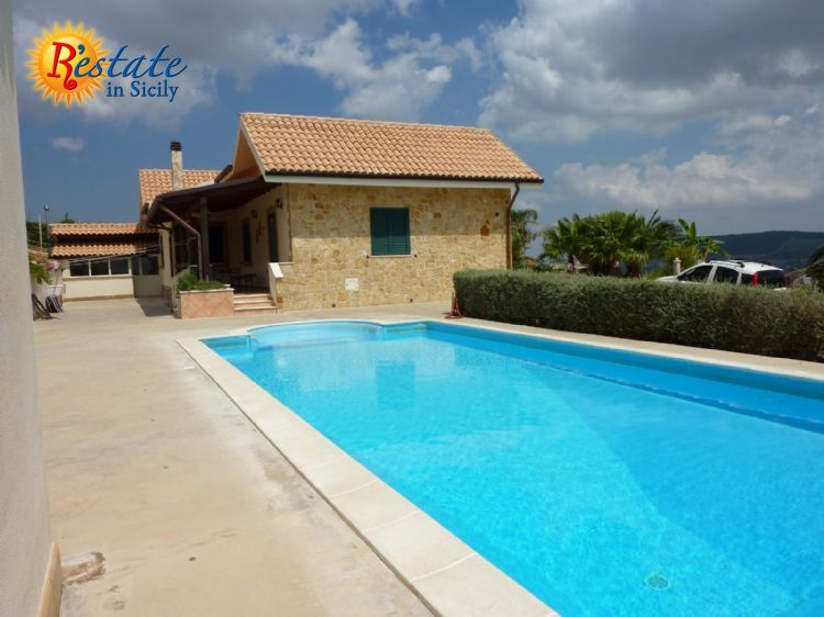 Territory of Salemi, province of Trapani , precisely a few miles  from the town of Vita and about 20 miles from Trapani .The  property is located on a approximately 12,000 sq meters acreage and   consists of two buildings of new constructio...